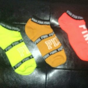 💋3 pairs of PINK socks
